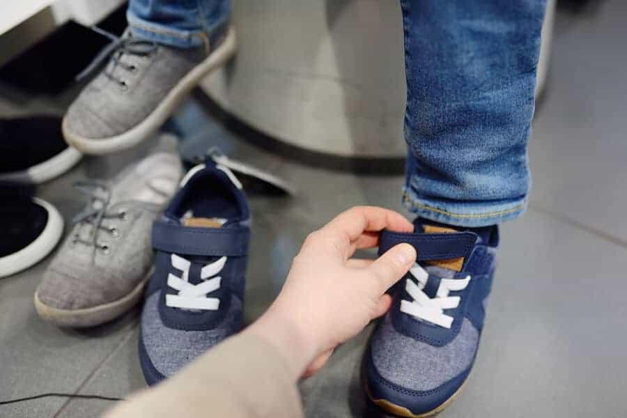 δοκιμή παιδικού παπουτσιού